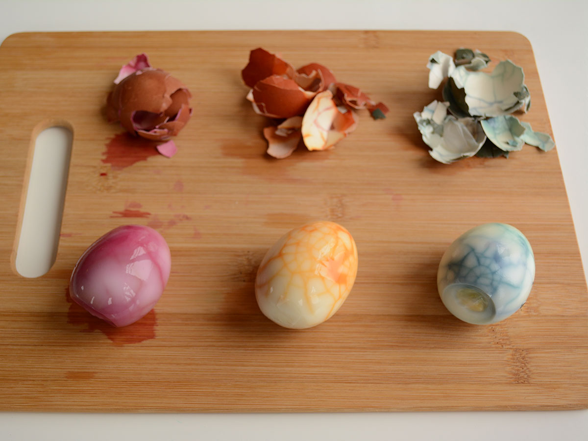 Once the eggs shells are peeled off it will reveal your marbled colouring